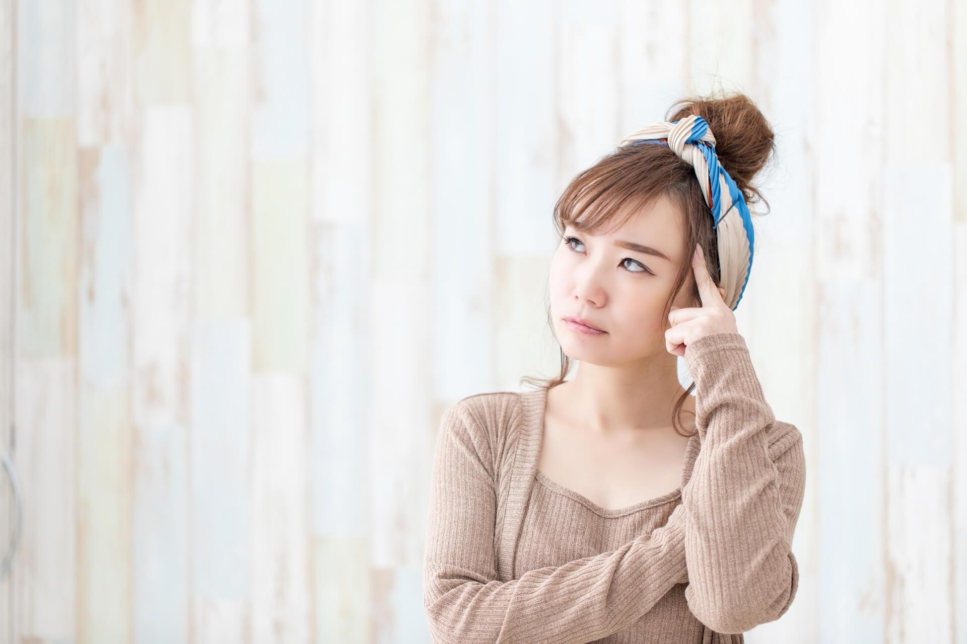 肩こりや腰痛で悩んでいる女性