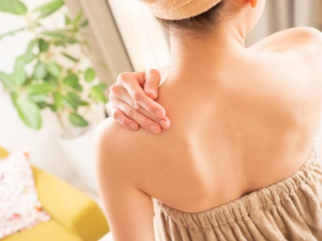 寒い時期に突然起こる首の痛みの原因は…